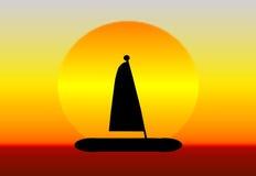 Bateau à voiles de coucher du soleil Image stock