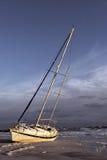 Bateau à voiles naufragé Photos libres de droits