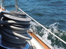 Bateau à voiles sur l'Océan Atlantique Photos stock