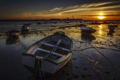 Bateau échoué au coucher du soleil Cadix Espagne Image libre de droits