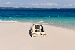 Bateau échoué sur l'île de prison, Zanzibar, Tanzanie Photos stock