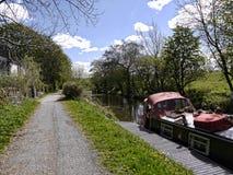 Bateau étroit sur le canal de Leeds Liverpool chez Barnoldswick en Lancashire R-U Photo libre de droits