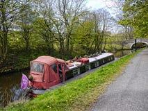 Bateau étroit sur le canal de Leeds Liverpool chez Barnoldswick en Lancashire R-U Image libre de droits