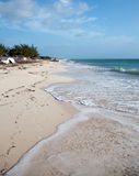 Bateau abandonné échoué sur Isla Blanca Beach sur la mer des Caraïbes chez Cancun Mexique Photos libres de droits