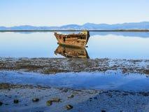 Bateau abandonné au Nouvelle-Zélande Image stock