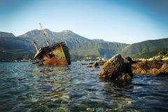 Bateau abandonné Bokelj Photographie stock libre de droits