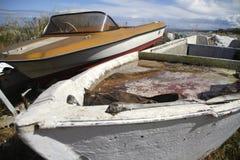 Bateau abandonné sur la plage Photographie stock libre de droits