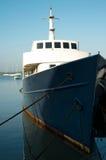 Bateau accouplé dans le port Image libre de droits