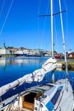 Bateau accouplé dans un port Photo libre de droits