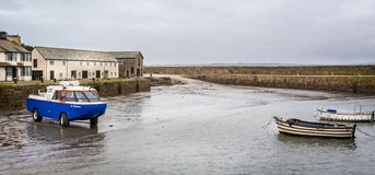 Bateau amphibie de passager laissant le bâti de St Michael dans les Cornouailles, R-U image libre de droits