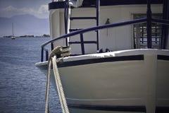 bateau attaché Photos stock