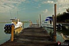 Bateau au dock Images stock