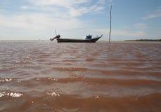 Bateau avec un beau paysage marin Image libre de droits