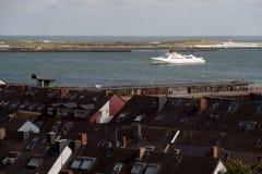 Bateau blanc dans le port de Helgoland, Allemagne Photos stock