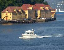 Bateau blanc en mer Photo stock