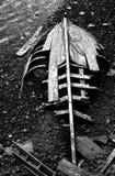 Bateau cassé noir et blanc Photographie stock