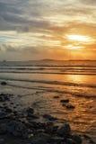 Bateau-citerne dans le coucher du soleil d'estuaire de shannon Photo libre de droits