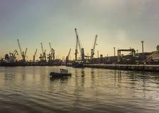Bateau commercial au port de Montevideo Image stock