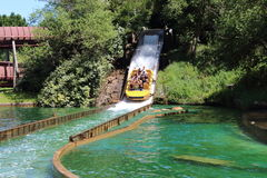 Bateau coulant à l'attraction de Le Grand Splatch en parc Asterix, Ile de France, France Photo stock