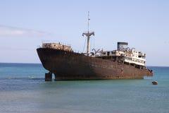 Bateau détruit à Lanzarote Photographie stock