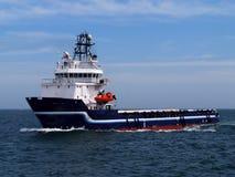 Bateau d'approvisionnement en mer H images libres de droits
