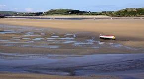 Bateau d'aviron sur la plage de sable Photographie stock