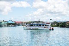 Bateau d'excursion, véhicule touristique au mouillage, St John, Antigua Photographie stock libre de droits