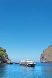 Bateau dans le compartiment à l'île de Majorca Photos stock