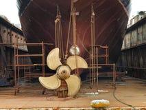 Bateau dans le dock sec images libres de droits