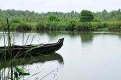 Bateau dans le fleuve Photo libre de droits