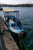 Bateau dans le port Image stock