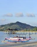 Bateau dans le port asiatique Photos libres de droits