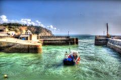 Bateau dans le port de Charlestown près de St Austell les Cornouailles Angleterre R-U dans HDR créatif Image libre de droits