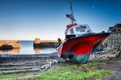 Bateau dans le port de Craster photo stock
