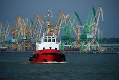 Bateau dans le port de Klaipeda (Lithuanie) Images stock