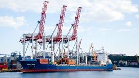 Bateau dans le port maritime d'Odessa Image libre de droits
