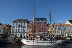 Bateau dans le vieux port de Copenhague Image libre de droits