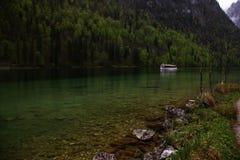 Bateau dans les Alpes Photos stock