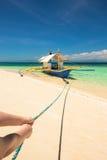 Bateau de Banca à une belle plage en île de Modessa, Philippines Image stock