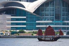 Bateau de camelote flottant à Hong Kong Images libres de droits