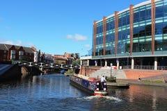 Bateau de canal par l'arène de Barclaycard, Birmingham Image libre de droits
