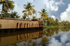 Bateau de Chambre dans les mares du Kerala (Inde) Photo stock