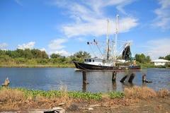 Bateau de crevette de la Louisiane images libres de droits