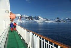 Bateau de croisière, brise-glace, avec le bateau de sauvetage Photographie stock