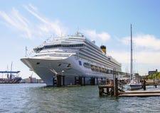 Bateau de croisière Costa Magica de Costa Cruises photographie stock
