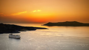 Bateau de croisière, coucher du soleil d'îles de mer image stock