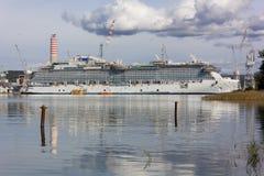 Bateau de croisière dans le chantier naval de Monfalcone Photographie stock libre de droits