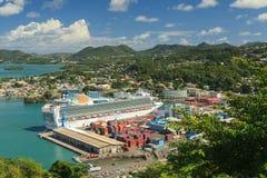 Bateau de croisière dans le port Photo libre de droits