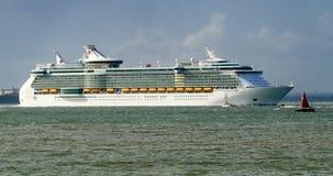 Bateau de croisière de revêtement d'océan quittant Southampton en Angleterre Images libres de droits
