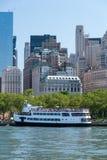 Bateau de croisière de touristes, Manhattan Photos libres de droits